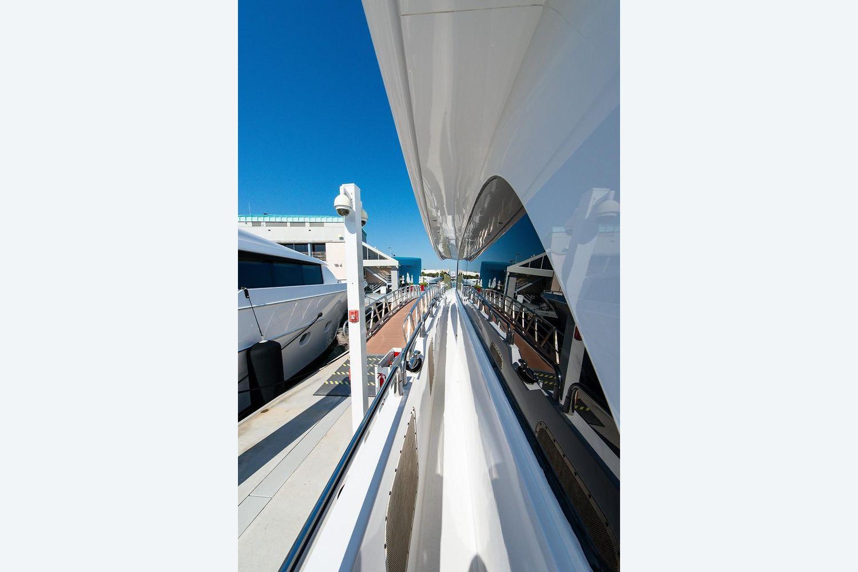 2008 Hatteras                                                              72 Motor Yacht Image Thumbnail #48