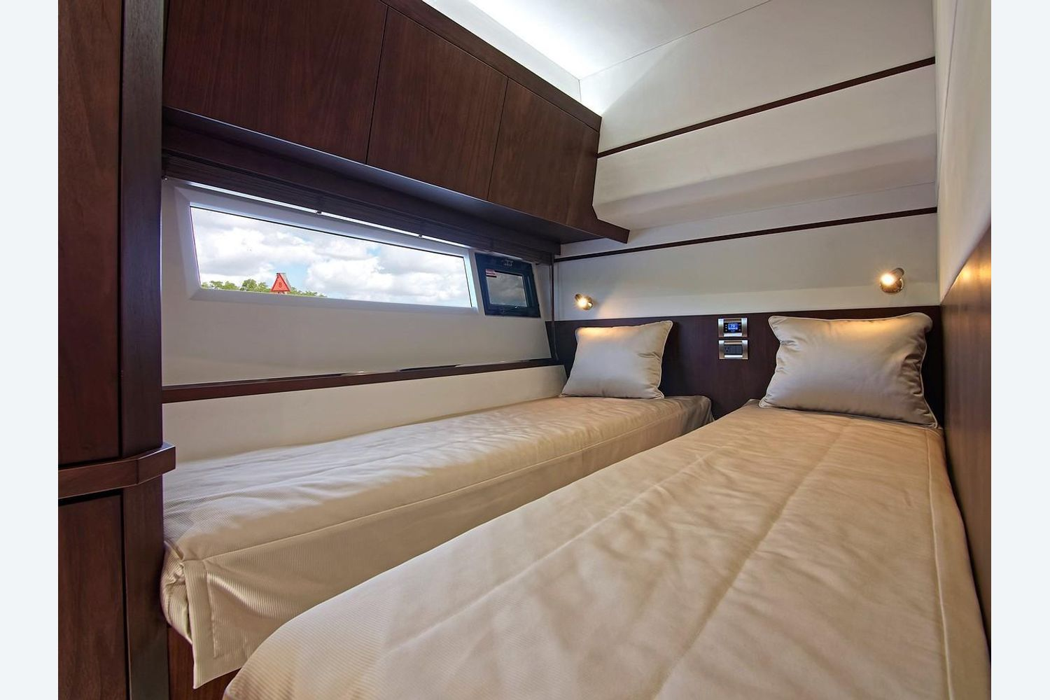 Photo 30 for 2022 Galeon 560 Sky