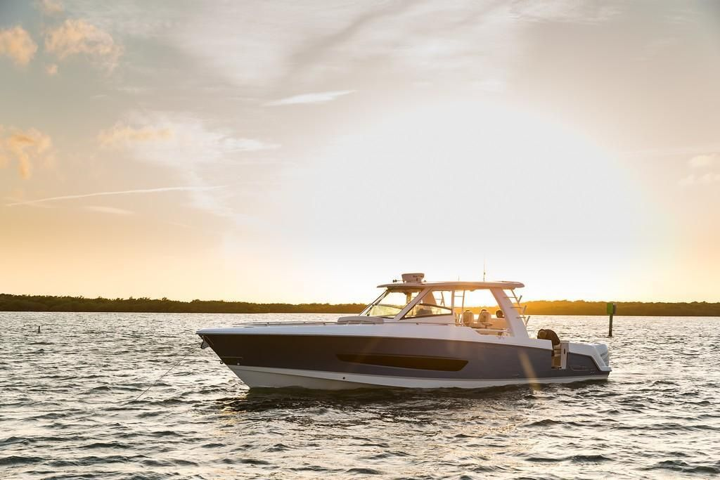 Photo 13 for 2022 Boston Whaler 420 Outrage