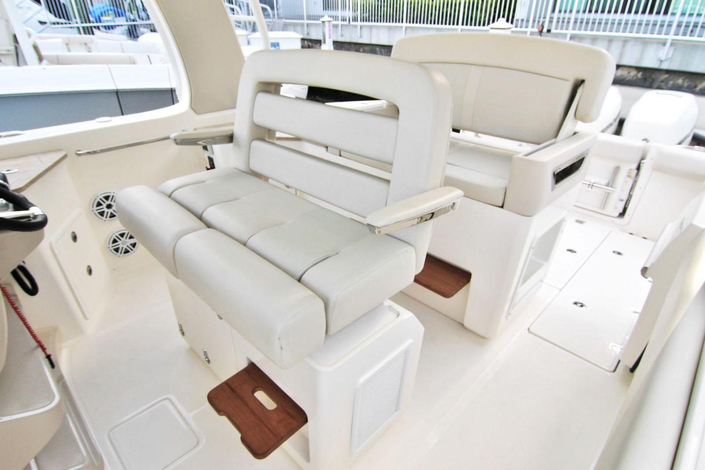 Photo 7 for 2022 Boston Whaler 350 Realm
