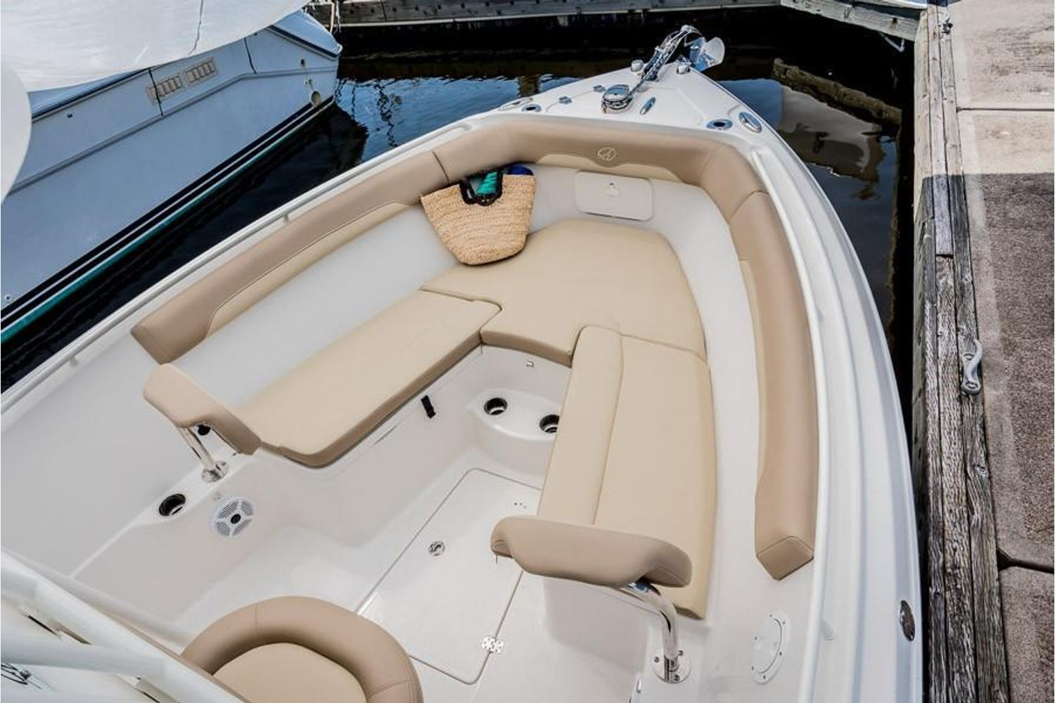 2022 Sailfish                                                              242 CENTER CONSOLE Image Thumbnail #14