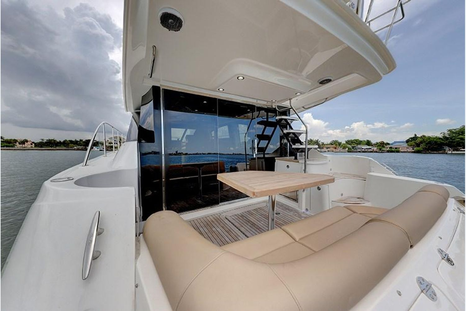 Photo 38 for 2017 Sea Ray Fly 510