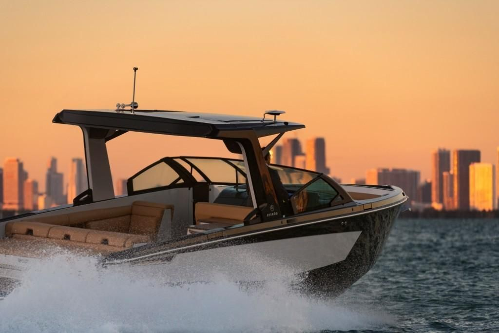 2022 Aviara                                                              AV32 Outboard Image Thumbnail #0