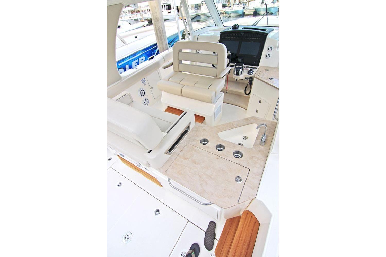 2020 Boston Whaler                                                              350 Realm Image Thumbnail #6