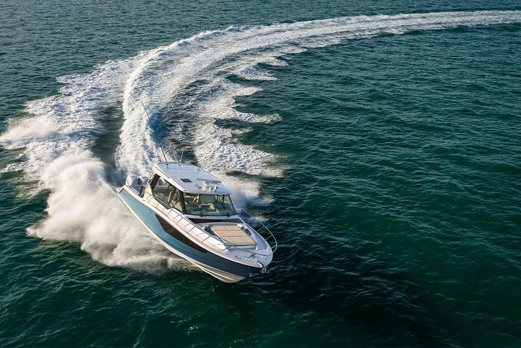 Thumbnail 2 for 2022 Boston Whaler 405 Conquest