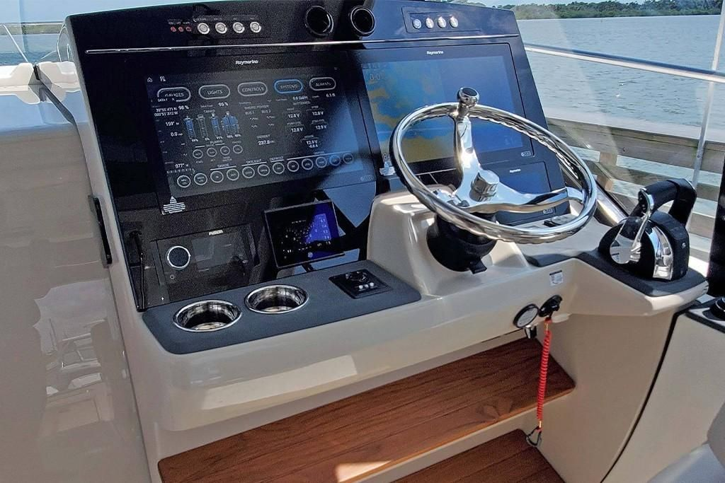 Photo 6 for 2022 Boston Whaler 405 Conquest