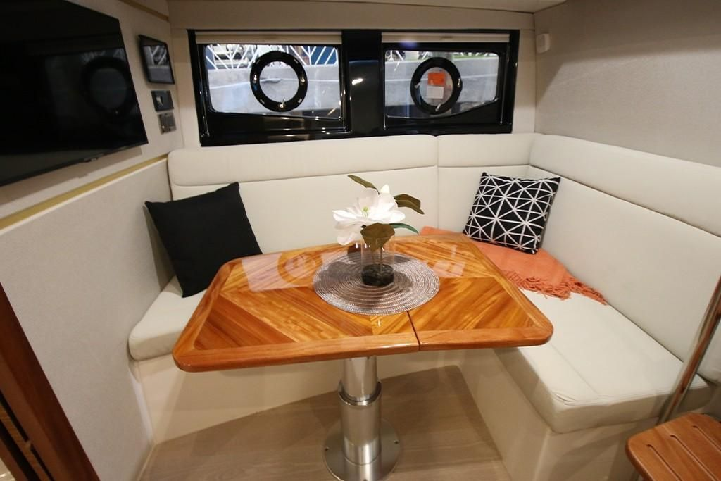 Photo 8 for 2022 Boston Whaler 405 Conquest
