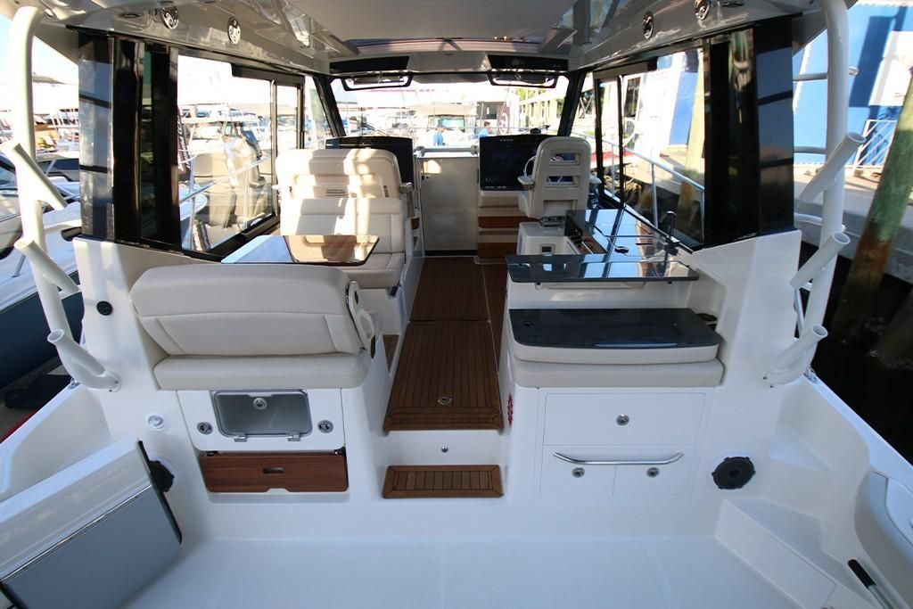 Photo 17 for 2022 Boston Whaler 405 Conquest