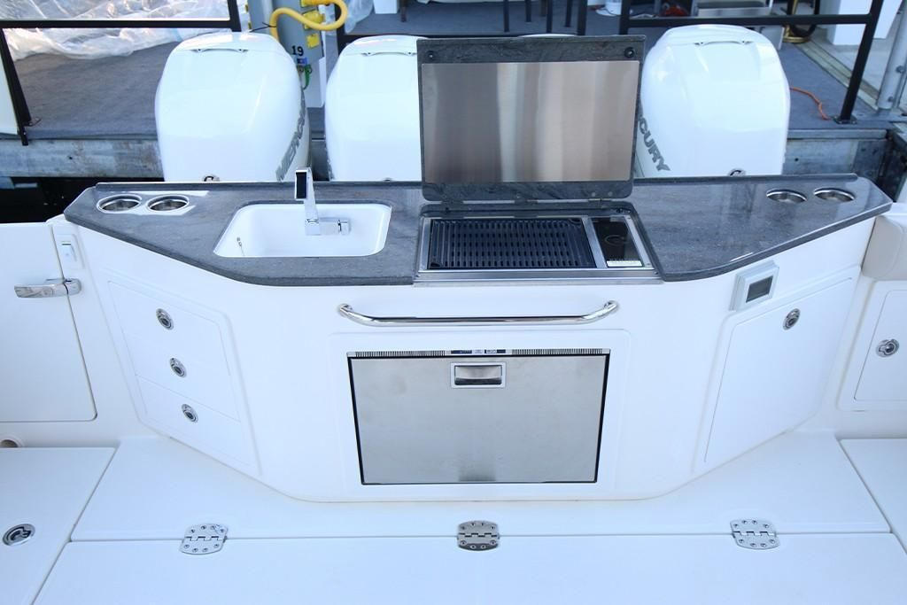 Photo 18 for 2022 Boston Whaler 405 Conquest