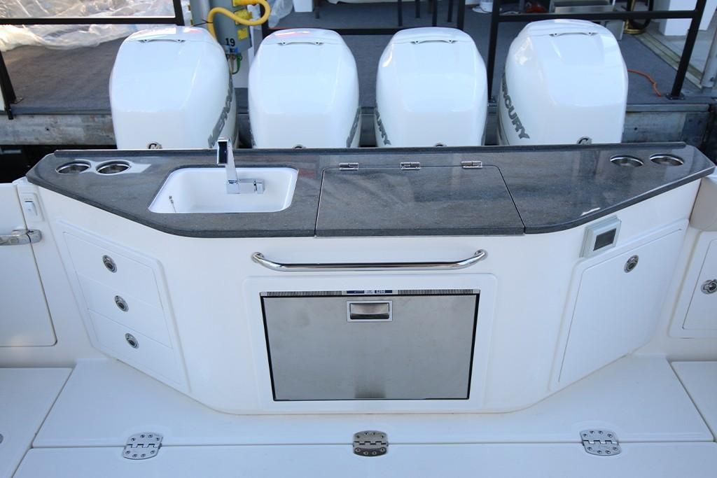 Photo 19 for 2022 Boston Whaler 405 Conquest