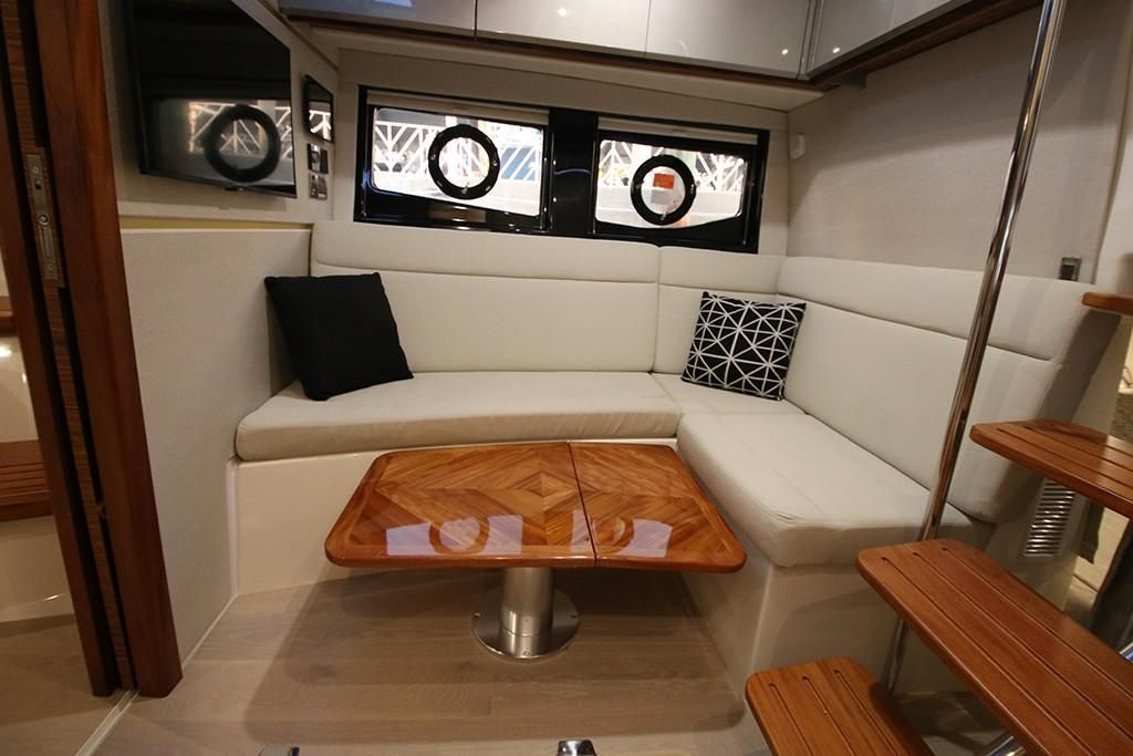 Photo 20 for 2022 Boston Whaler 405 Conquest