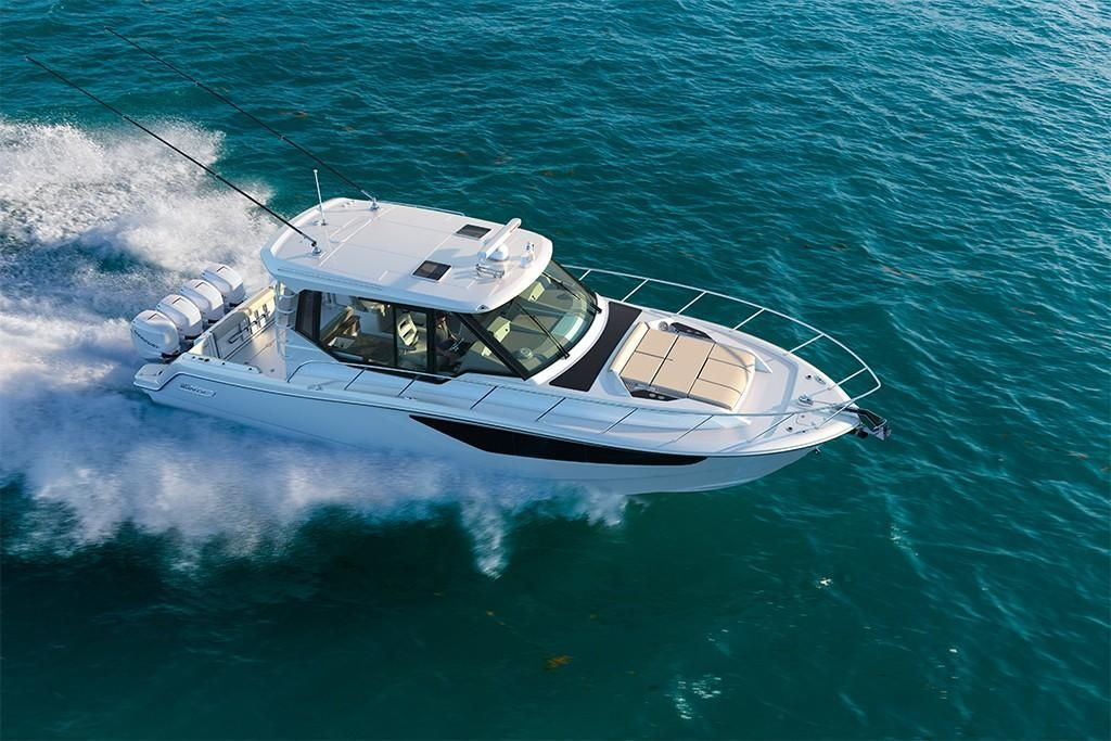 Thumbnail 4 for 2022 Boston Whaler 405 Conquest