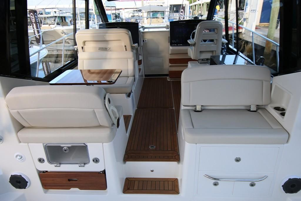 Photo 28 for 2022 Boston Whaler 405 Conquest