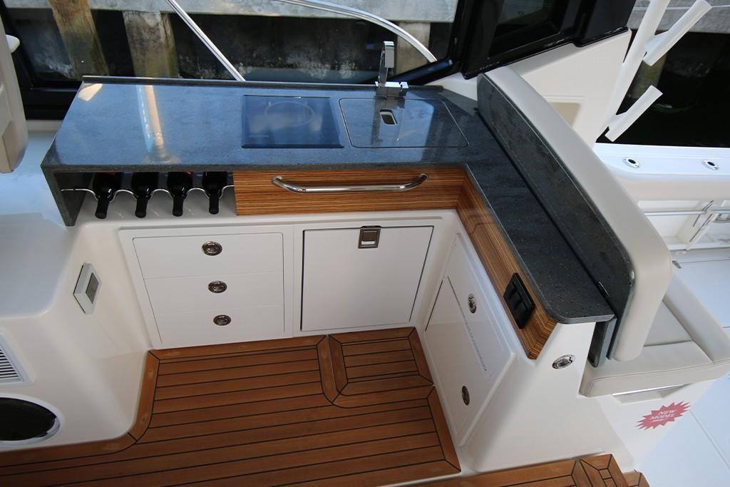 2022 Boston Whaler                                                              405 Conquest Image Thumbnail #20