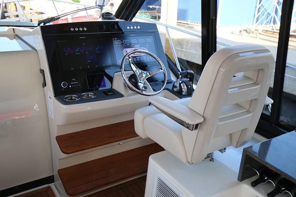 Photo 23 for 2022 Boston Whaler 405 Conquest
