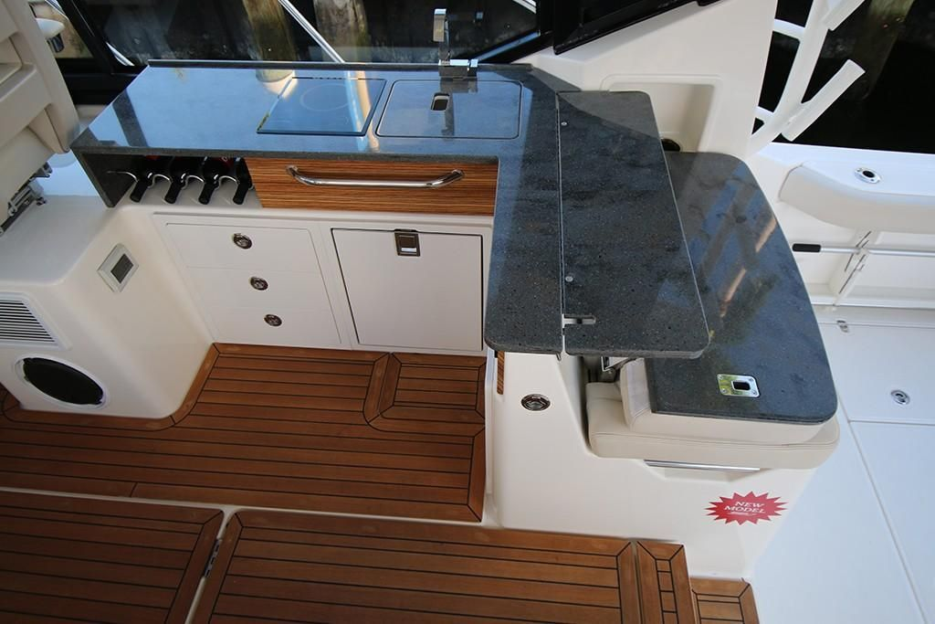 Photo 24 for 2022 Boston Whaler 405 Conquest