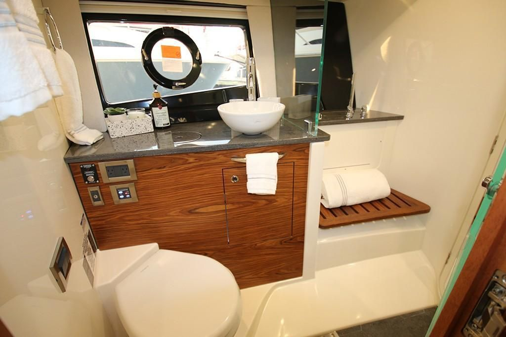 Photo 25 for 2022 Boston Whaler 405 Conquest