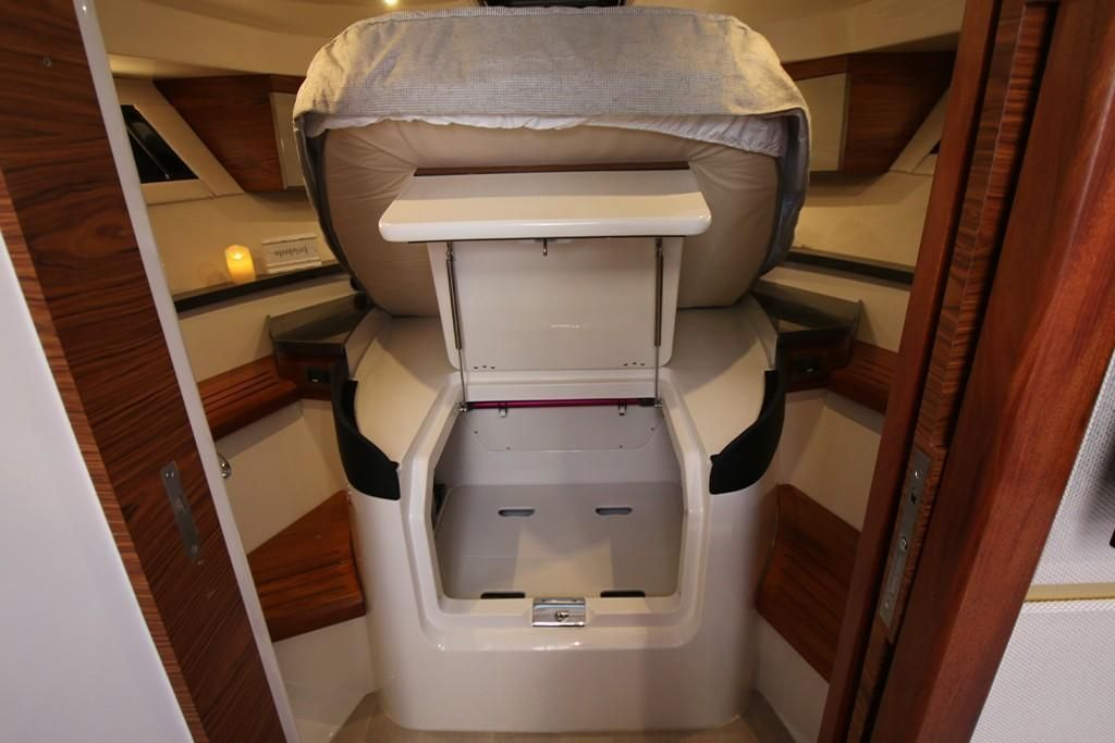 Photo 33 for 2022 Boston Whaler 405 Conquest