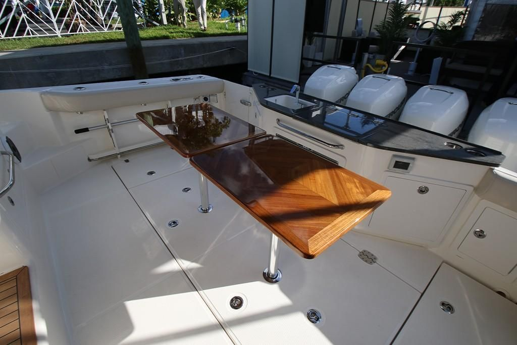 Photo 34 for 2022 Boston Whaler 405 Conquest