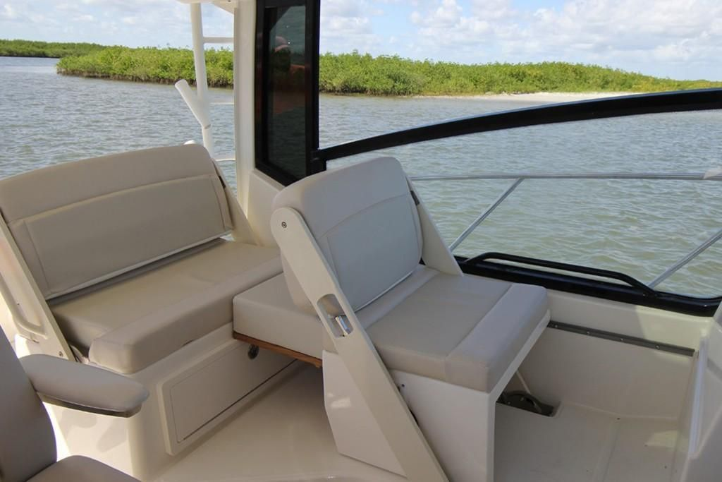 2022 Boston Whaler                                                              325 Conquest Image Thumbnail #5