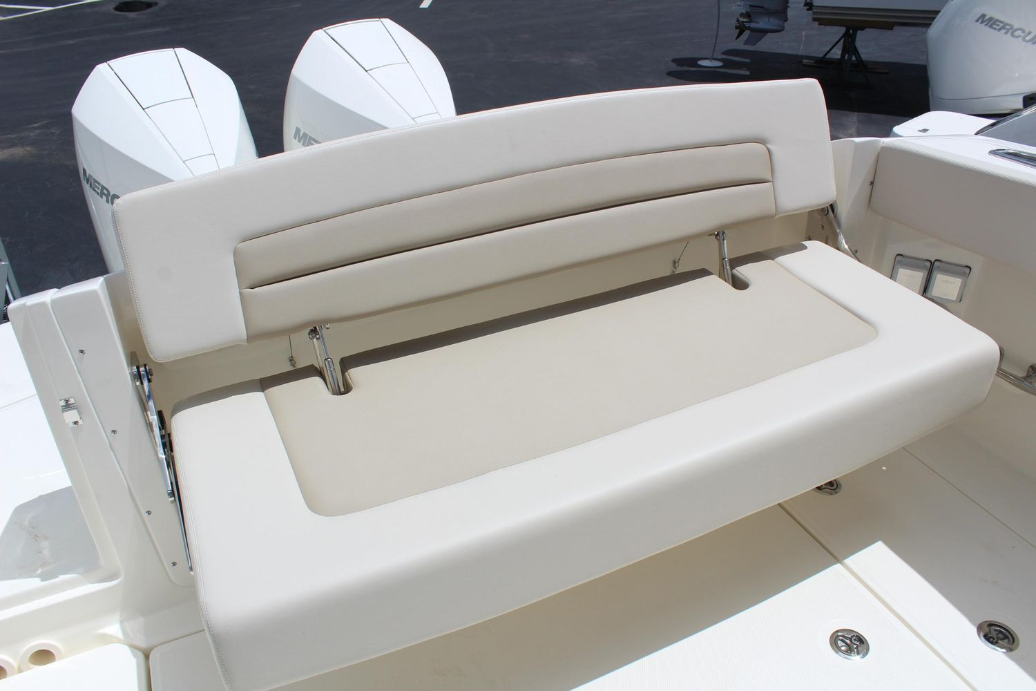 2021 Boston Whaler                                                              320 Vantage Image Thumbnail #3
