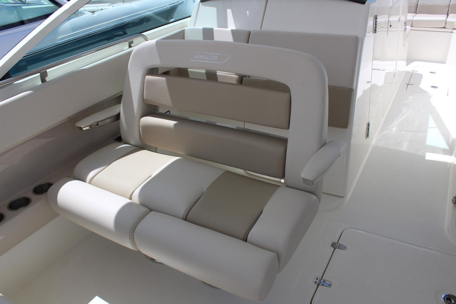 2021 Boston Whaler                                                              320 Vantage Image Thumbnail #8
