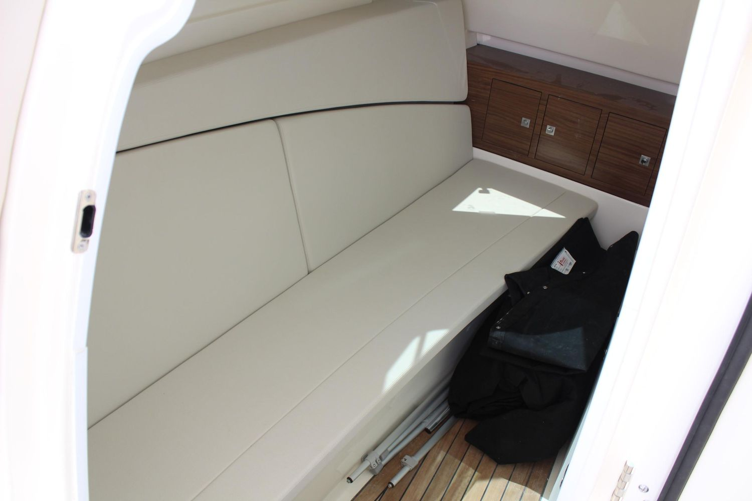 2021 Boston Whaler                                                              320 Vantage Image Thumbnail #15
