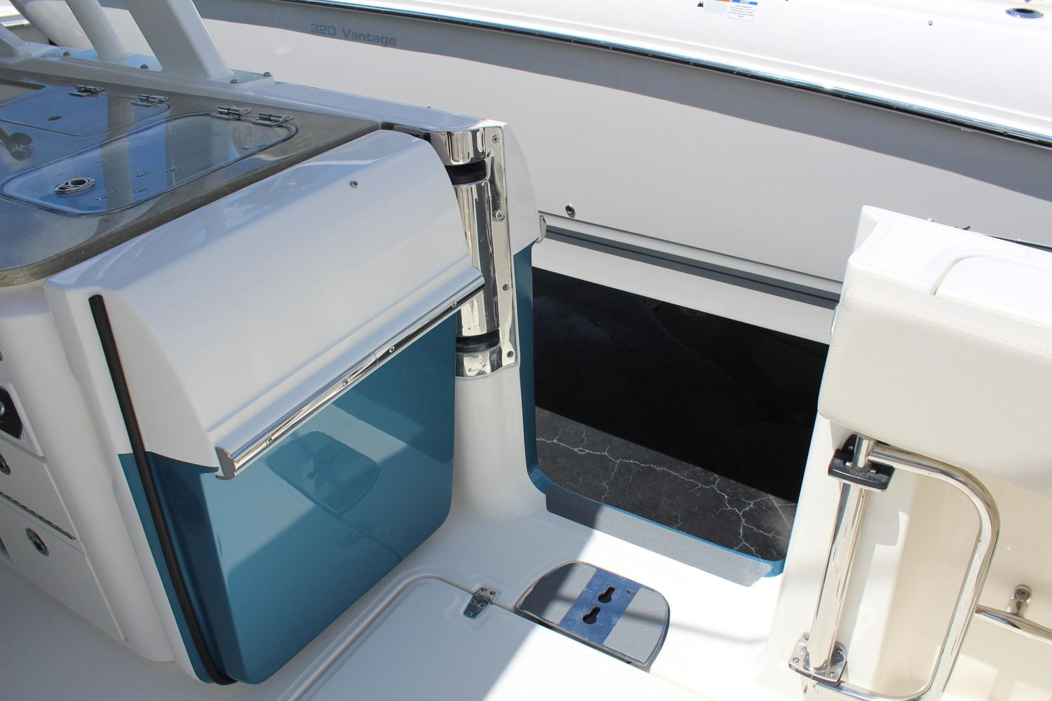 2021 Boston Whaler                                                              320 Vantage Image Thumbnail #6