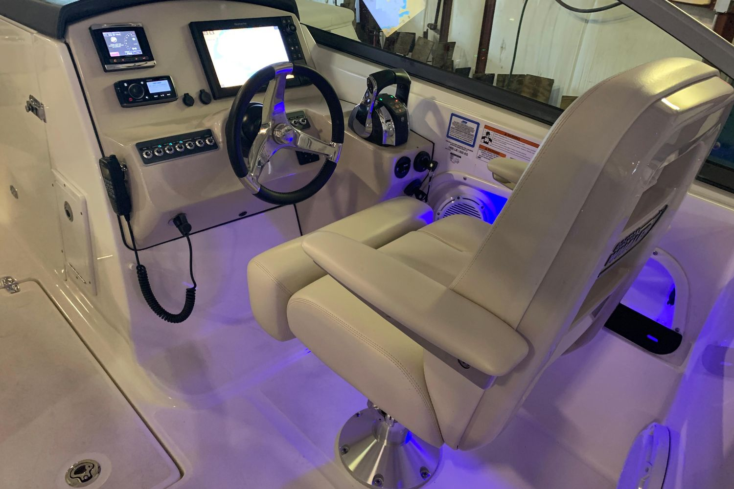 2018 Boston Whaler                                                              270 Vantage Image Thumbnail #23