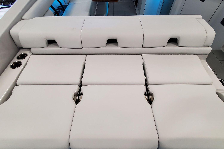 2021 Aviara                                                              AV32 Outboard Image Thumbnail #4