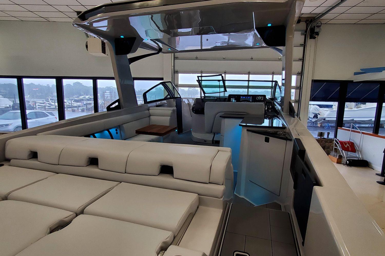 2021 Aviara                                                              AV32 Outboard Image Thumbnail #6