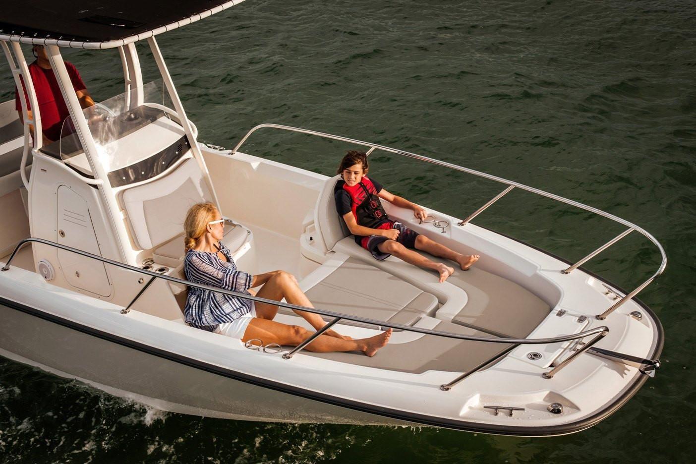 Photo 5 for 2021 Boston Whaler 240 Dauntless
