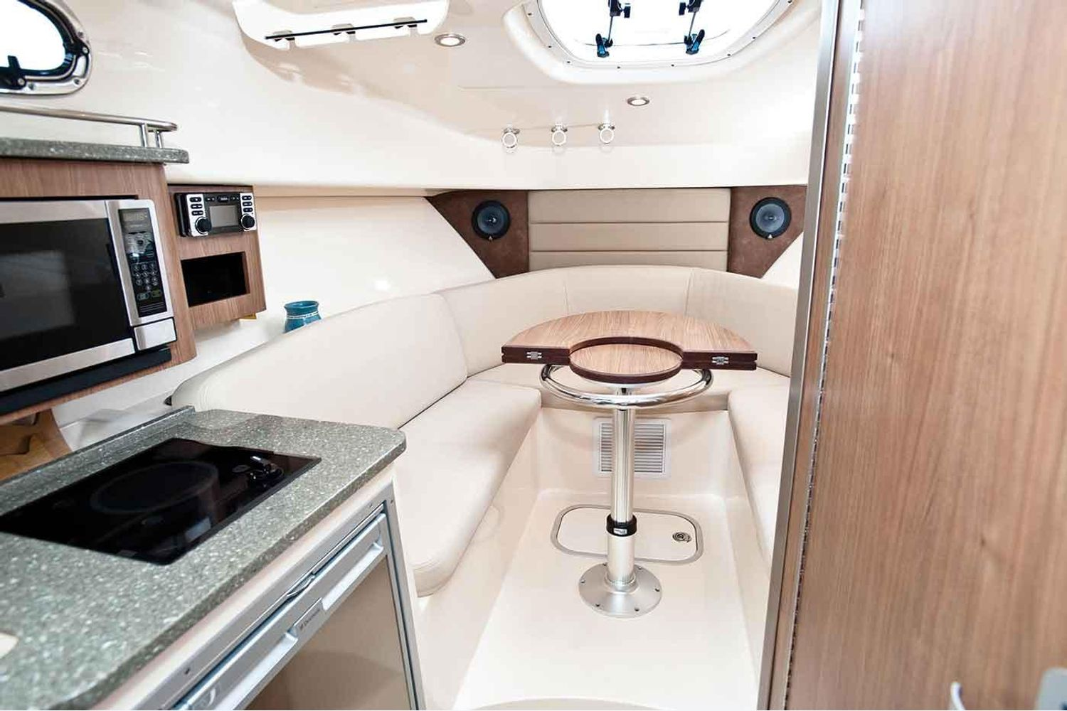 Photo 8 for 2021 Boston Whaler 285 Conquest