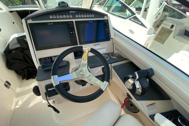 Photo 17 for 2021 Boston Whaler 320 Vantage