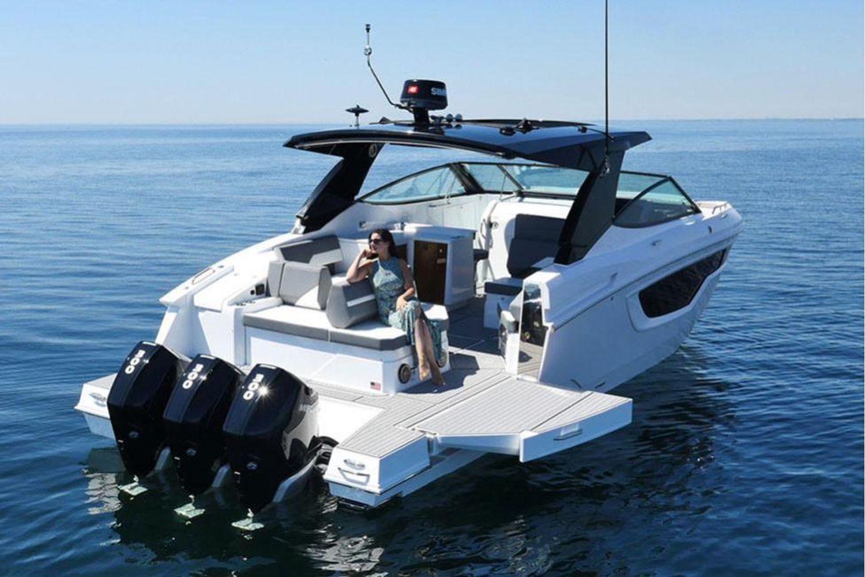 2021 Cruisers Yachts                                                              38 GLS Image Thumbnail #4
