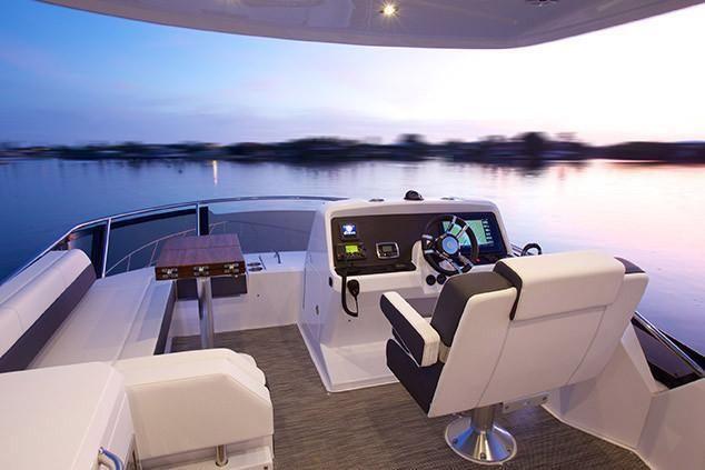 2021 Cruisers Yachts                                                              54 Fly Image Thumbnail #8