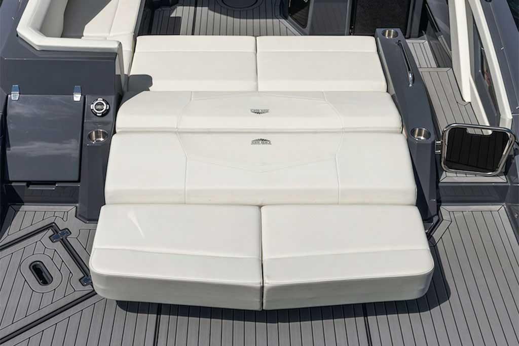 2021 Cruisers Yachts                                                              338 South Beach Edition Bow Rider Image Thumbnail #6