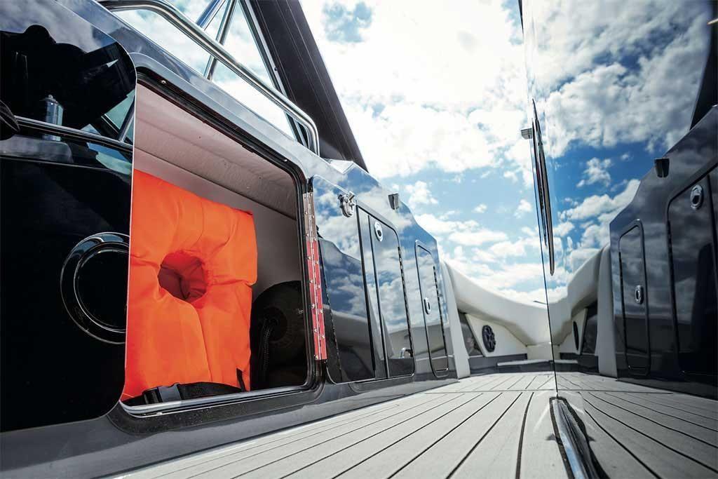 2021 Cruisers Yachts                                                              338 South Beach Edition Bow Rider Image Thumbnail #9